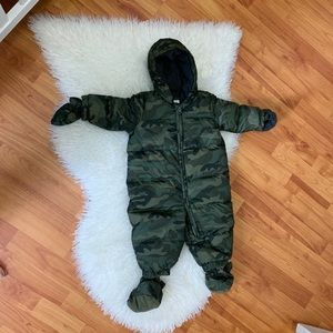 Gap snowsuit with mitts and footies